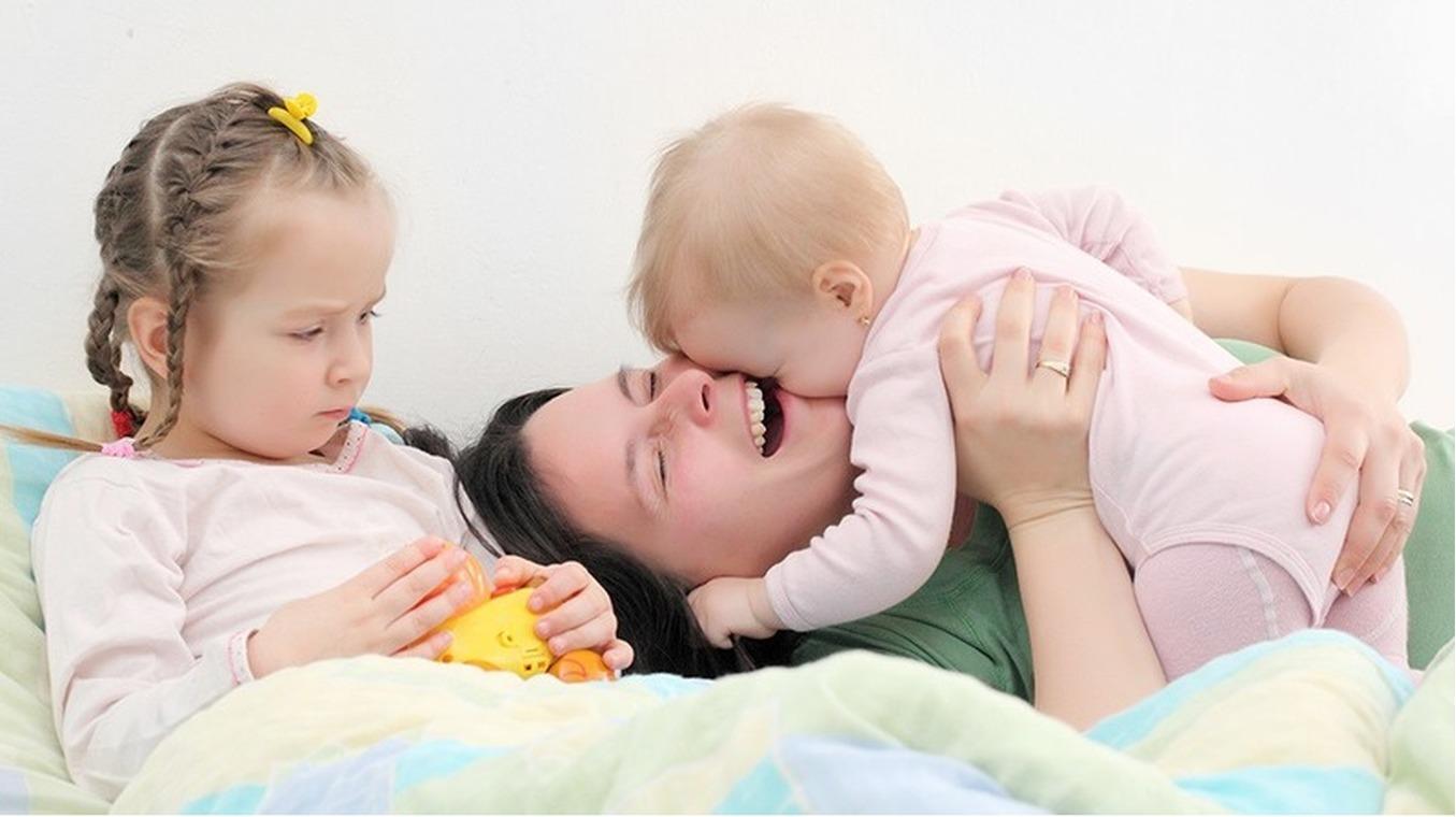 Гуся,у моих старших разница два года, первые два месяца вообще не знала проблем со сном у детей, малая спала когда ей было надо, а мы со старшей вообще рядом с ней играли, т.е.