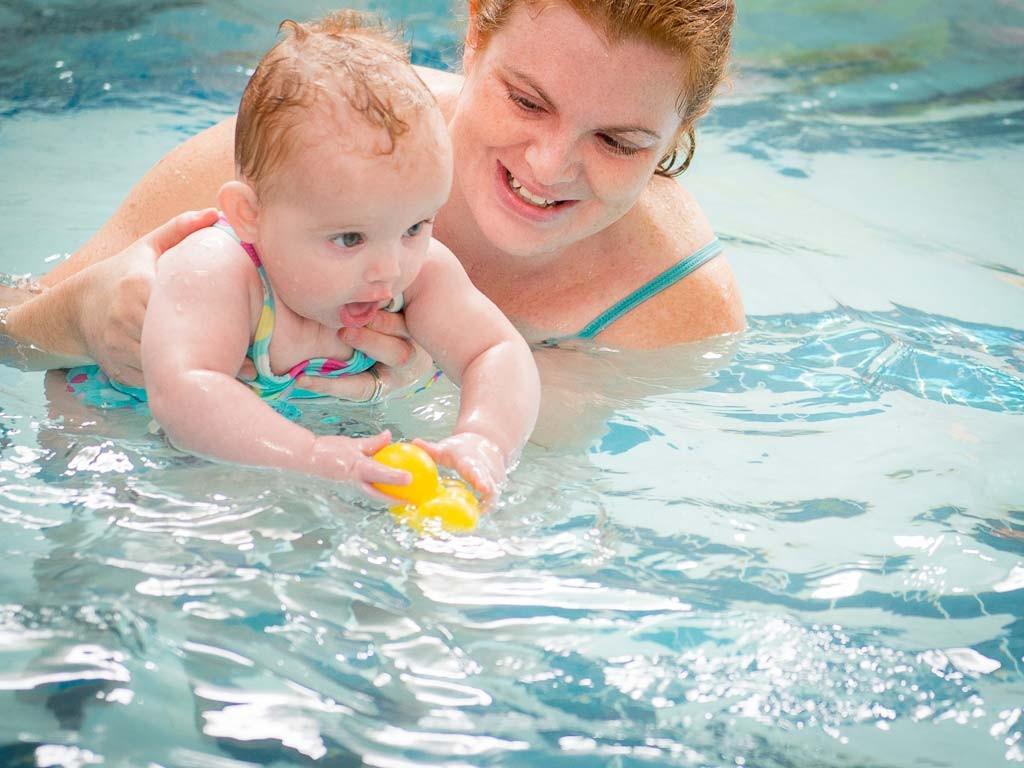 Как учат плавать